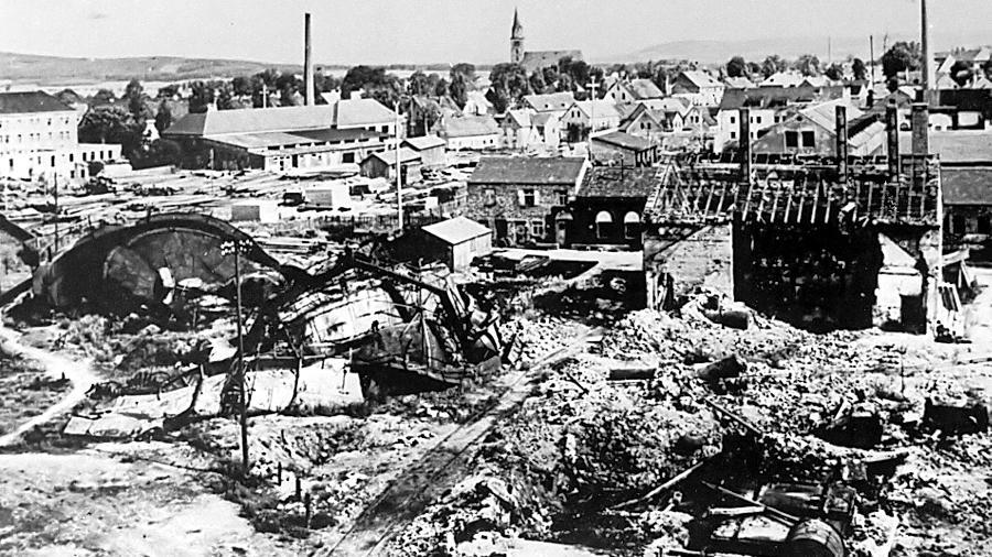 Das Neumarkter Bahnhofsviertel war eines der wichtigsten Ziele der Luftangriffe. Hier starben im Februar 1945 bei der Bombardierung 400 Menschen. An sie soll künftig mit einer Gedenktafel erinnert werden.