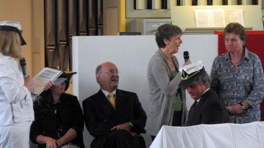 Ein Anspiel zeigte, wie eine Gemeinde die Segeln setzt. Gute Kapitäne braucht es, und Bordmitglieder die an einem Strang ziehen.