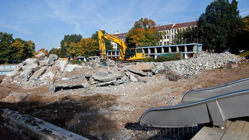 Die Schwimmbecken liegen in Trümmern: Hier rutscht keiner mehr.