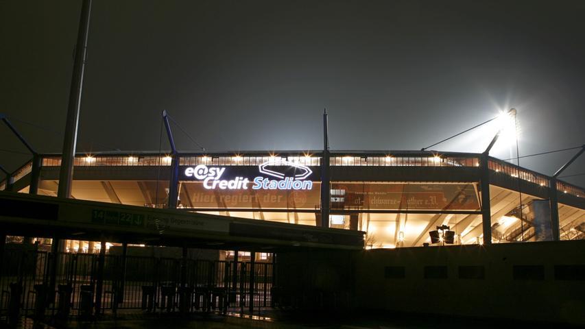 Im Zuge der Kommerzialisierung des Fußballs erhielt das Stadion den Namen