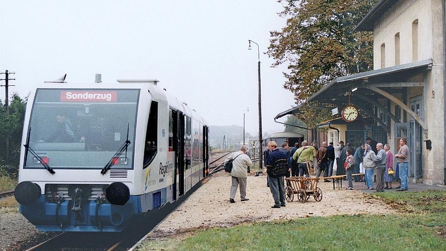 Die Linie Dombühl–Dinkelsbühl im Landkreis Ansbach soll im Gegensatz zur Bibertbahn bis 2016 reaktiviert werden. Bei Probefahrten in einem RegioSprinter konnten sich die Fahrgäste 1995 über die Strecke und die Fahrzeuge informieren.