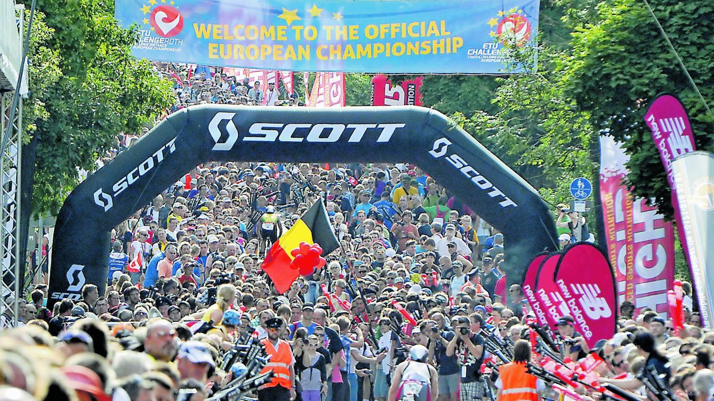 Die Challenge Roth 2012: Einmalig in der Triathlon-Welt. Die Zuschauermassen am Solarer Berg zeigen es deutlich, wie sehr sich der Landkreis und seine Menschen mit dem Challenge Roth identifizieren.