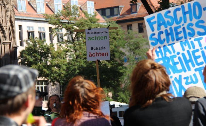 Circa 50 Demonstranten begegneten der Aktion der rechtspopulistischen Partei