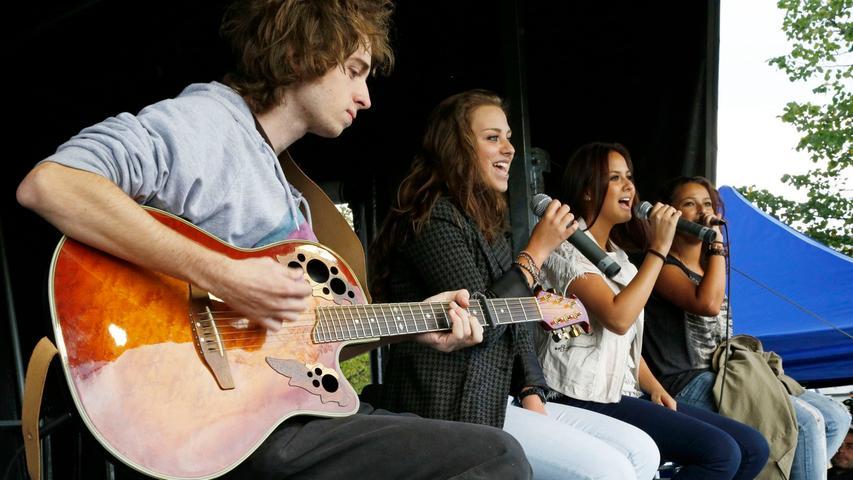 Für Tanz und Musik sorgten die Musikschule Fürth, die Flyingchair Band des Jugendzentrums Alpha1 sowie FFB Merlin und der TSV Wachendorf.