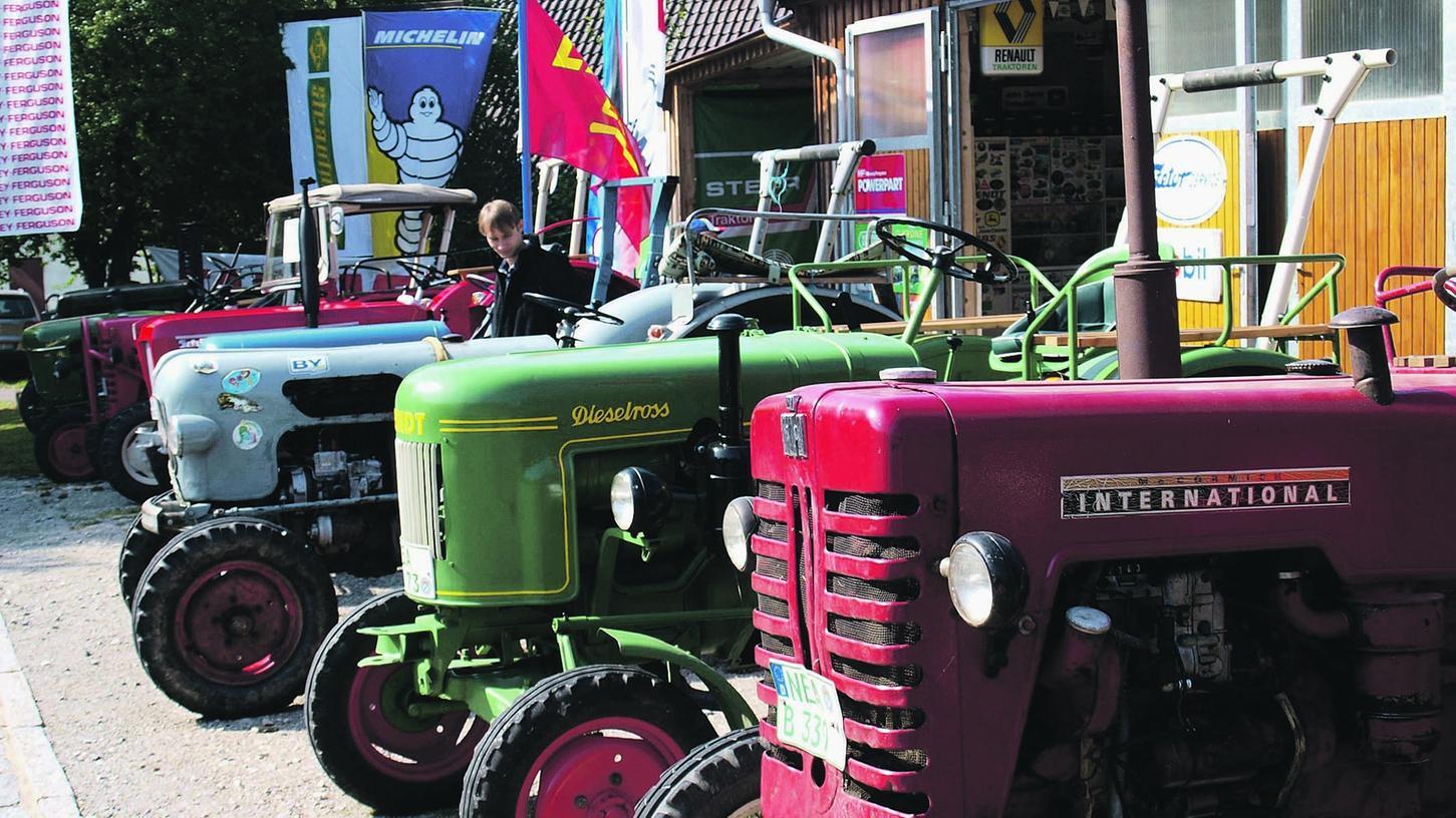 Mit viel Detailarbeit wurden die ausgestellten historischen Traktoren restauriert, sie werden auch heute noch im landwirtschaftlichen Betrieb eingesetzt.