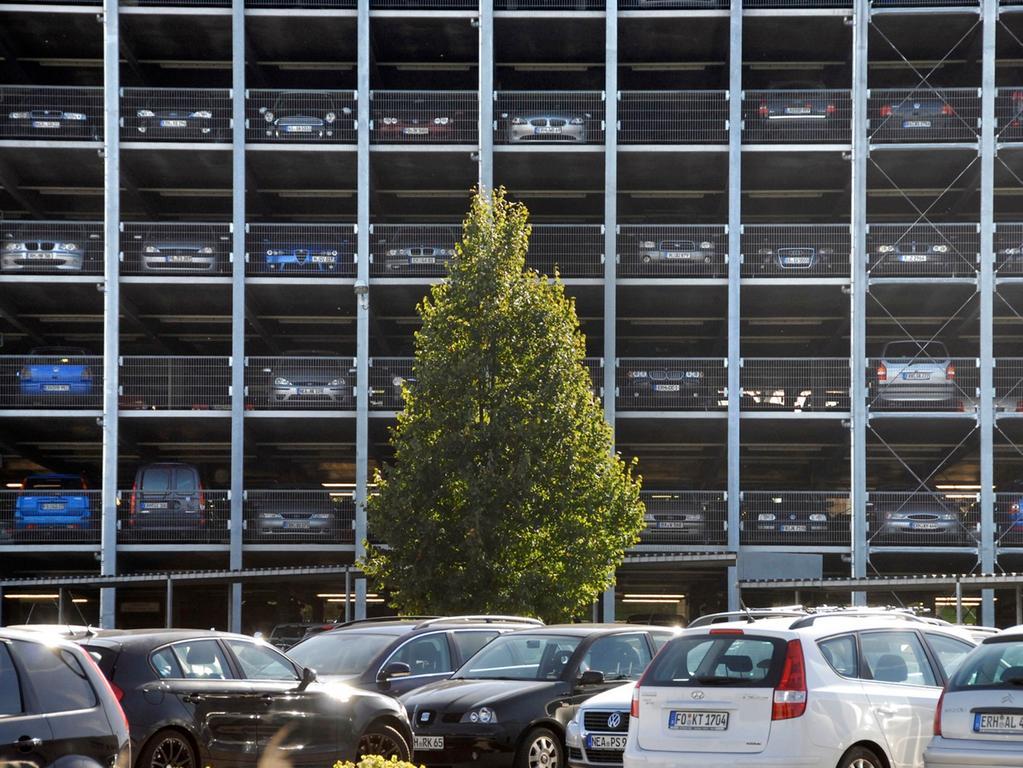 Foto: Matthias Kronau..Motiv: Parkhaus von Schaeffler in Herzogenaurach / September 2011