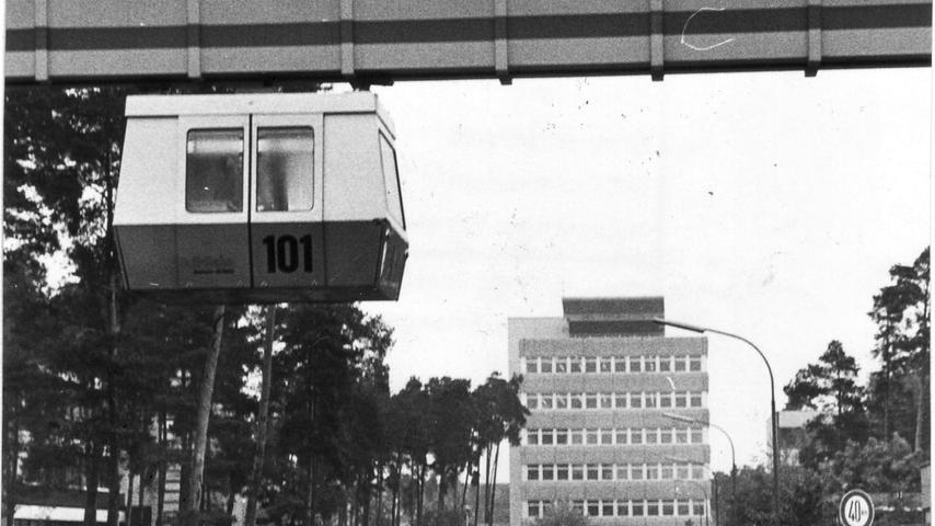 Geplant war jedoch eigentlich viel mehr als nur eine Teststrecke auf dem Siemens-Gelände: Mit der H-Bahn sollten Büchenbach und der Stadtosten verbunden werden, in der Altstadt wäre die Trasse sogar für mehr als einen Kilometer unter der Erde verlaufen.