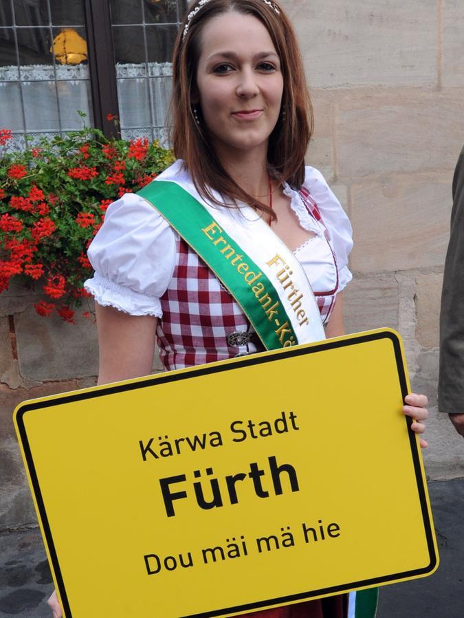 Lädt ein in die Kärwa-Stadt Fürth: die neue Erntekönigin Jasmin Witwicki.