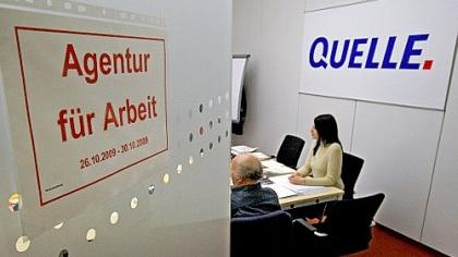 In dem Mini-Arbeitsamt im Quelle-Versandzentrum begann Ende Oktober 2009 für viele ehemalige Angestellte die ganz persönliche Geschichte ihrer Arbeitslosigkeit.