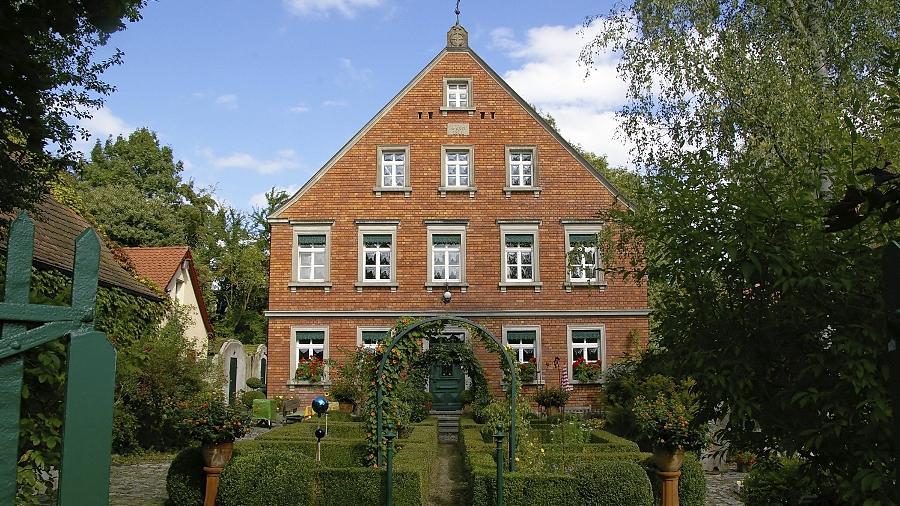 """Die Westansicht der """"Oberen Mühle""""."""