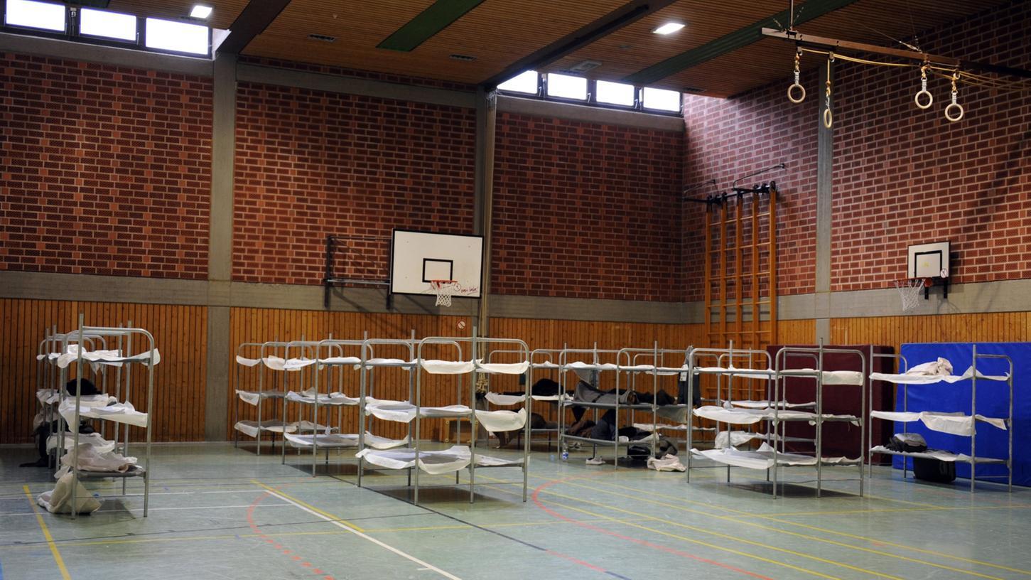 Im Notfall sollen in Mehrzweckhallen Klappbetten für die Flüchtlinge aufgestellt werden.