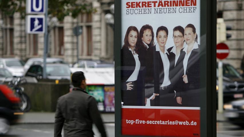 Not macht erfinderisch: Fünf ehemalige Quelle-Chefsekretärinnen suchten über ein Plakat nach einer neuen Arbeitsstelle.