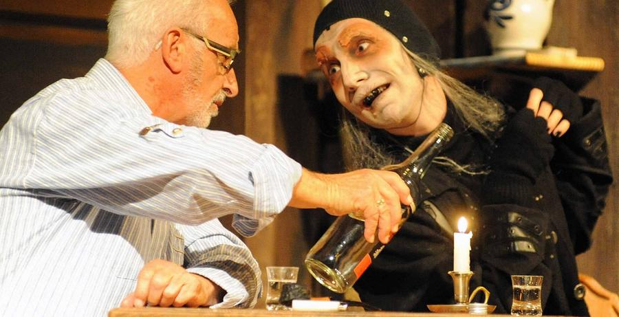 Tod als Star eines Theaterspektakels