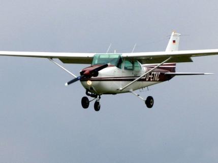 Aus einem Sportflugzeug wie diesem, ist am Samstag ein 26-Jähriger im Landkreis Dachau in den Tod geprungen.