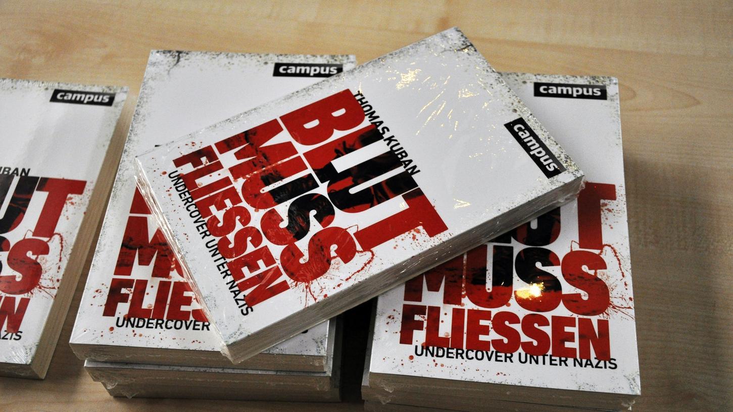 Buch zur Doku: Unter Lebensgefahr hat der Undercover-Journalist Thomas Kuban über Jahre hinweg Rechtsrock-Konzerte mit versteckter Kamera gefilmt und unzählige weitere Veranstaltungen dokumentiert.