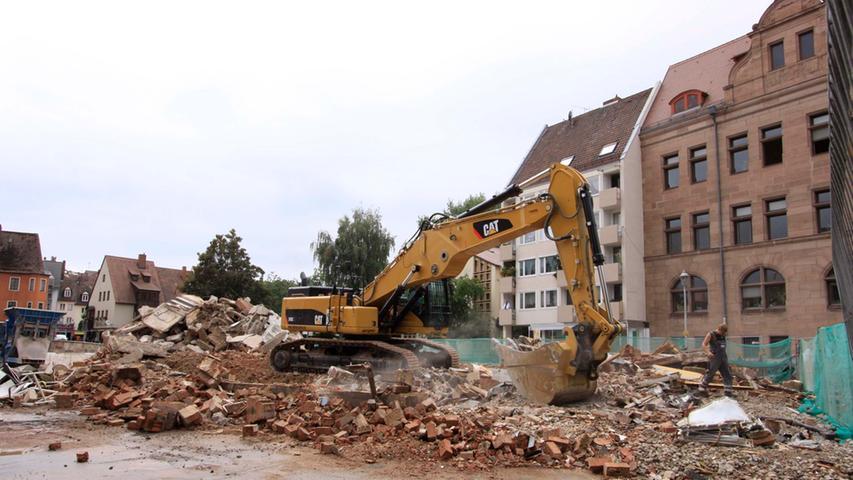 Im Jahr 2009 rückten dann die Bagger an und beseitigten innerhalb kurzer Zeit die leerstehenden Gebäude.