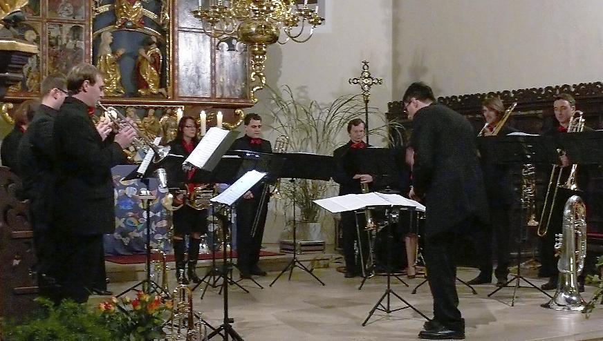 """Gelungenes Konzert in der Georgskirche: Die Gruppe """"Blechreiz"""" begeisterte das Publikum so sehr, dass die 200 Zuhörer sie erst nach drei Zugaben entließ."""