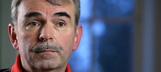 Im Fall der jahrelangen Zwangsunterbringung des Nürnbergers Gustl Mollath in einem psychiatrischen Krankenhaus schaltet sich nun die Staatsregierung ein.