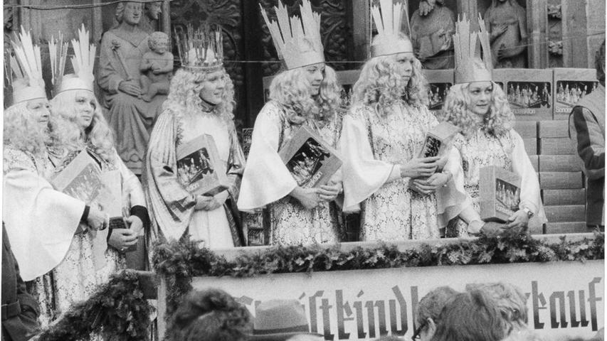 Nicht einmal zwei Stunden benötigten die sechs Nachkriegs-Christkinder Sofie Keeser, Irene Brunner, Gabriele Bergmann, Gudrun Bauer, Inge Eichenseer und Michaela Kraus im Jahr 1976, um bei einem gemeinsamen Lebkuchenverkauf 20.000 Mark für bedürftige alte Menschen und Kinder einzunehmen.