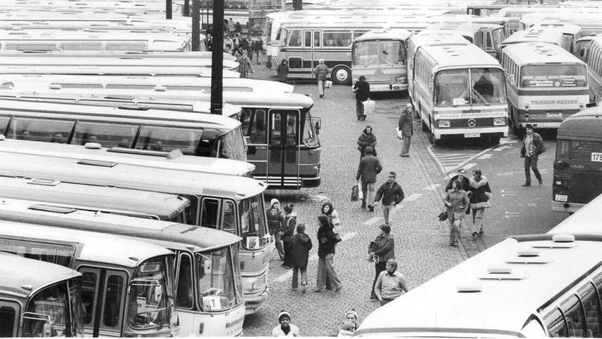Weil im Vorjahr 1000 Besucher nach dem Christkindlesmarkt ihren Bus nicht wieder gefunden hatten, wurde im Jahr 1977 die Beschilderung verbessert. Große Zeichen vorne und hinten am Bus erleichterten es den Christkindlesmarkt-Bummlern, das richtige Fahrzeug zu identifizieren.