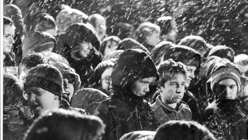 Zum ersten Mal seit vielen Jahren schneite es 1996 wieder bei der Eröffnung des Christkindlesmarktes.