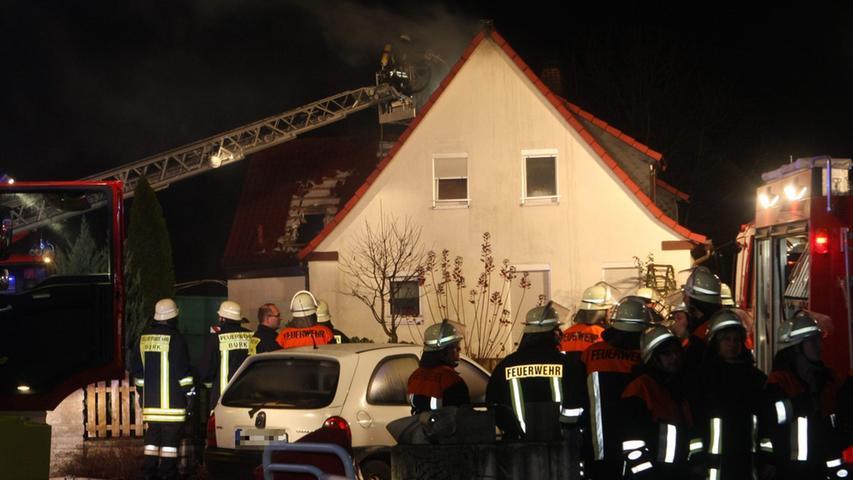 Sechs verschiedene Feuerwehren rückten an,...
