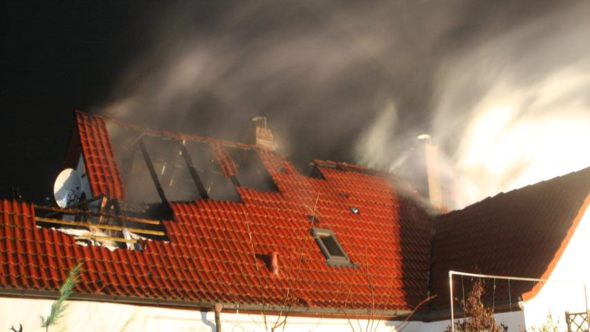 Dicke Rauchschwaden umhüllten das Wohnhaus.