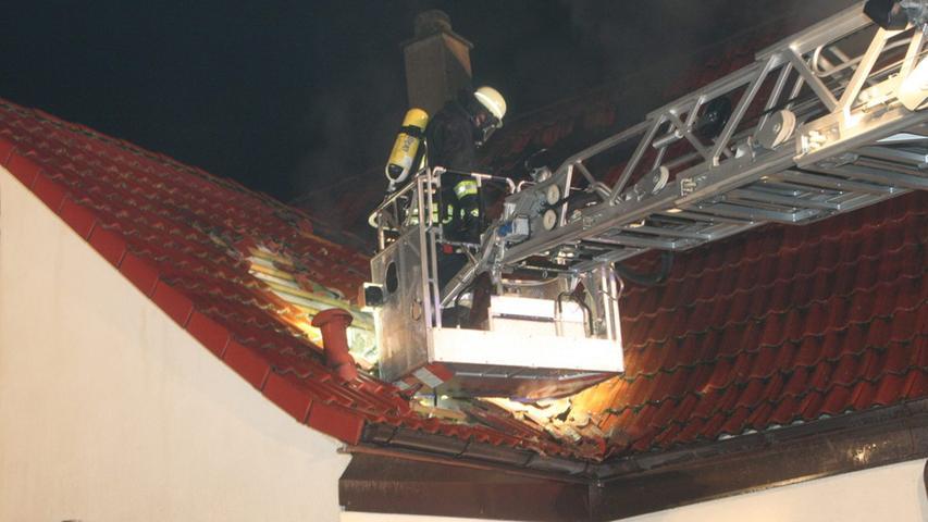Die Ursache des Feuers konnte bisher noch nicht geklärt werden.