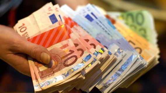 Fünfstelliger Betrag: Falsche Bankmitarbeiter ergaunern Geld von Rentnerin in Forchheim