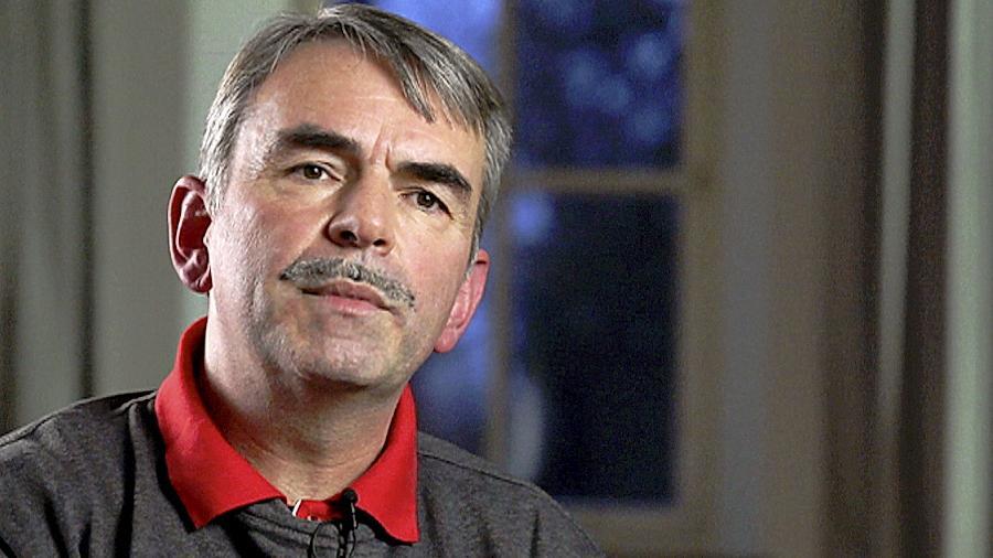 Gustl Mollath ist in der Psychiatrie eingesperrt. Dieses Bild zeigt ihn bei einem Gespräch mit Journalisten von