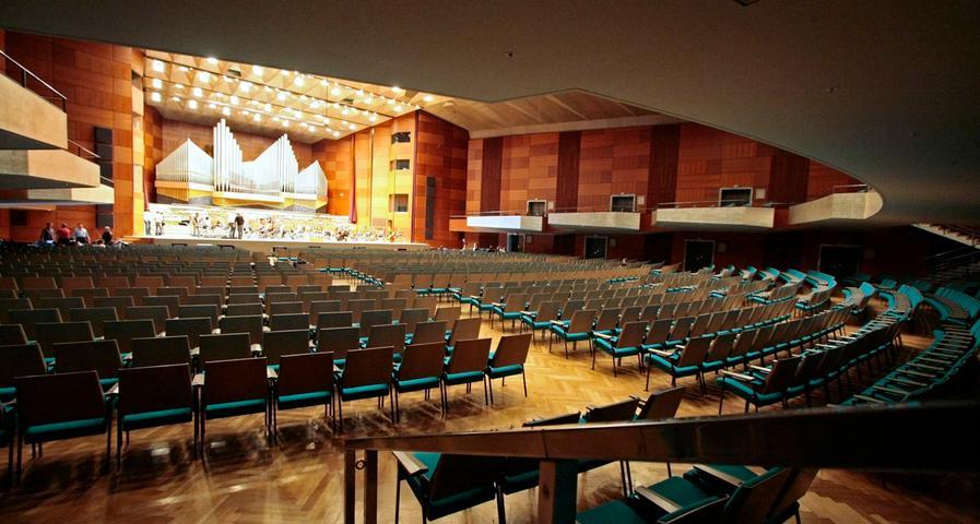 ... gibt es ja noch die Kritik an der Akustik des Konzerthauses. Doch...