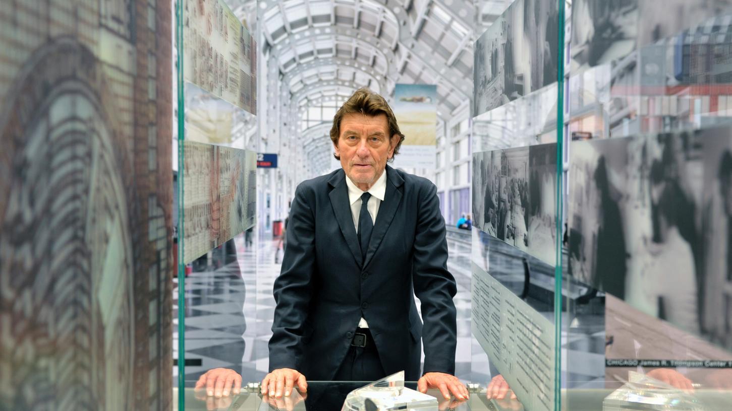 Helmut Jahn steht für eine Architektur, die nicht austauschbar ist. In Nürnberg wird sein Werk aufgefächert: Mit Fotoprints wichtiger Bauten - aber auch mit kleinen Zeichnungen, nach denen später Großes Form annahm.