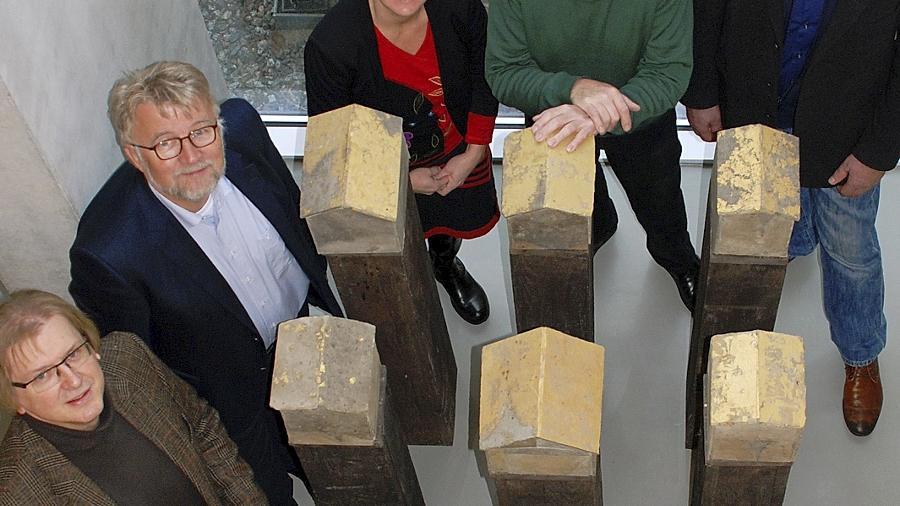 Freuten sich über die gelungene Installation im Stadtmuseum (v.li.): Museumsleiter Jürgen Söllner, Bürgermeister Dr. Roland Oeser, Kulturamtsleiterin Sandra Hoffmann-Rivero, Künstler Jochen Lebert und Sponsor Walter Plötz.