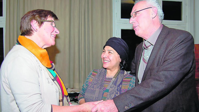 Ein Zeitalter wird besichtigt: Gerda Polster mit Gülseren Suzan und Jochen Menzel (v.li.).