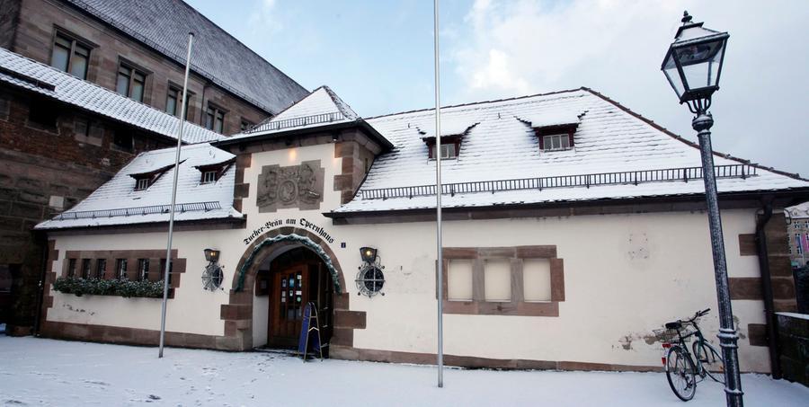 Hier bleibt der Bierhahn für die kommenden Jahre zu. Die Traditionsgaststätte am Opernhaus muss saniert werden.