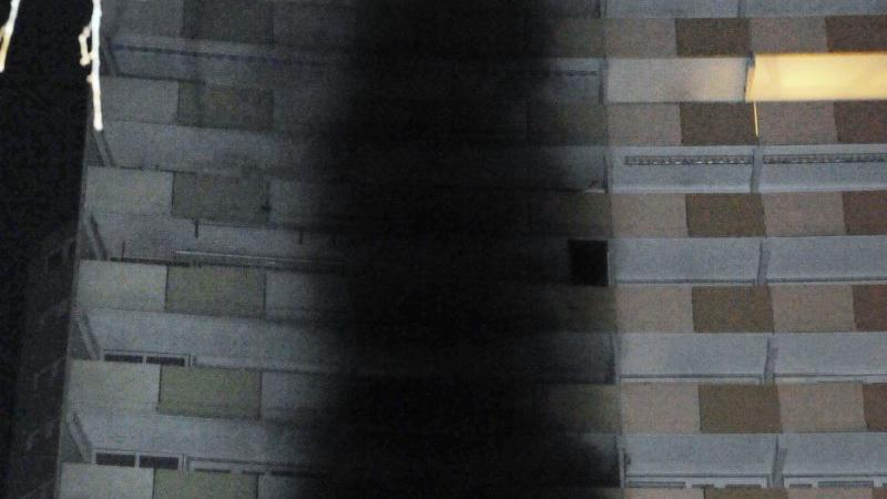 In der Nacht von Freitag auf Samstag brach in einer Wohnung in der neunten Etage des
