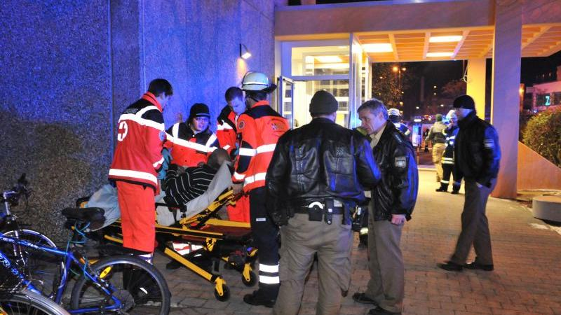 Neben den Verletzten, die ins Krankenhaus transportiert wurden,...
