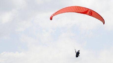 Fallschirmlehrer stirbt bei Tandemsprung - mit seiner letzten Entscheidung rettet er den Passagier