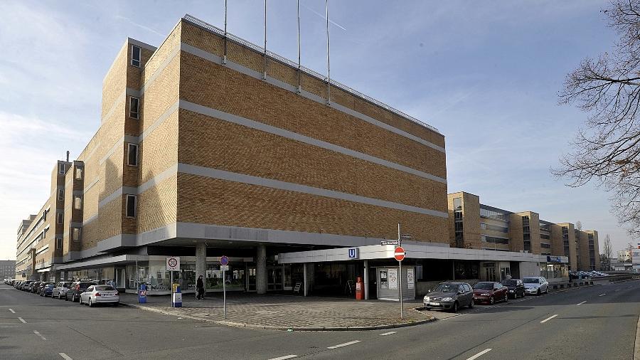 Der Union steht das ehemalige Quelle-Haus an der Fürther Straße im Weg: Führende CSU-Politiker sprechen sich für einen Abriss aus, um Teile der technischen Fakultät der Universität Erlangen-Nürnberg hierher verlagern zu können.