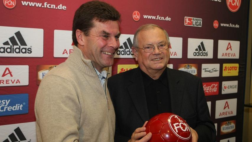 ... 22. Dezember 2009 wurde Hecking vorgestellt. Der damalige Präsident Franz Schäfer hatte einen großen Coup gelandet.