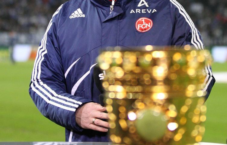 Ende Januar 2011 gastierte der Club zum DFB-Pokal-Viertelfinale auf Schalke. Erst in der Verlängerung platzte der Nürnberger Traum vom Halbfinale und einer Wiederholung der Erfolgsgeschichte von 2007. Ein Titel blieb Hecking in seiner Nürnberger Amtszeit verwehrt.