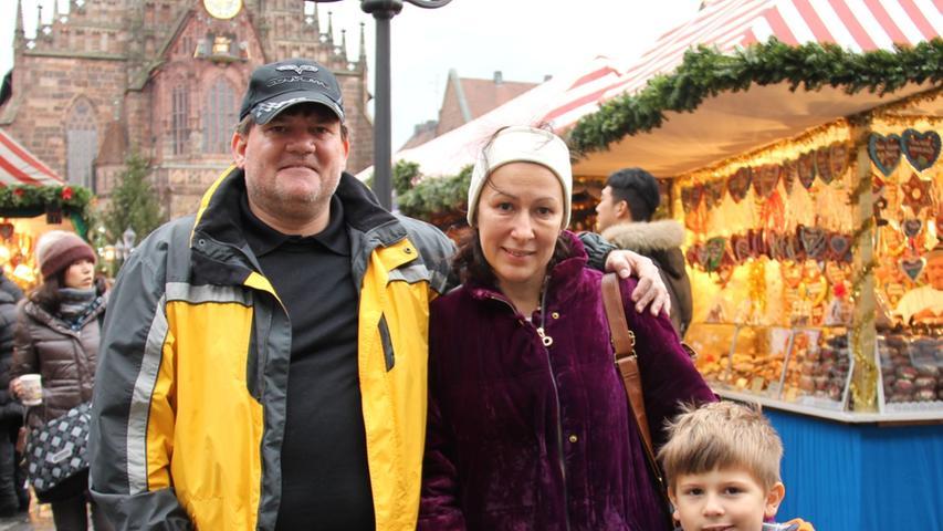 Aus wärmeren, nämlich kalifornischen, Gefilden kommt Familie Foerster ursprünglich: Sie wohnen in Garnite Bay bei Sacramento. Zusammen waren sie erstmals in Nürnberg auf dem Christkindlesmarkt und genossen die fränkisch-weihnachtliche Atmosphäre sehr.