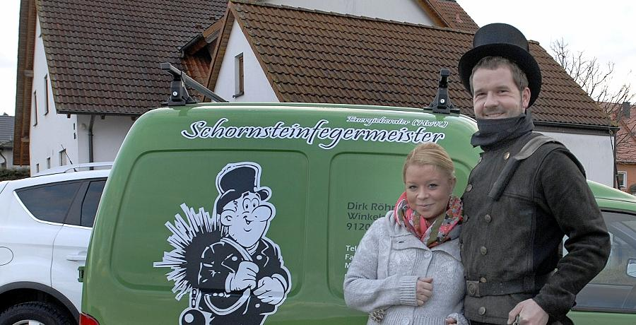Schornsteinfeger Oliver Lang aus dem Landkreis mit seiner Frau Mirjam.