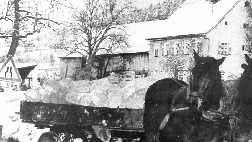 Auch Beilngrieser Brauereien beschafften sich das begehrte Eis aus Berching. Dort wollten die Biersieder ihre eisigen Lager möglichst bis zum berühmten Rossmarkt Anfang Februar gefüllt haben.