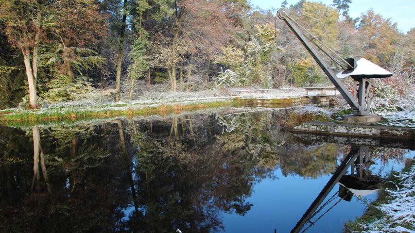 Idylle pur: Solche Stellen wie diese mit dem historischen Kran an der Lände in Worzeldorf gibt es viele am Alten Kanal.
