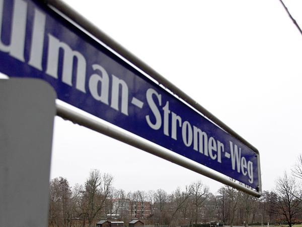 Die Papiermühle ist schon lange von der Wöhrder Wiese  verschwunden — der Name ihres Gründers  auf einem Straßenschild verewigt.