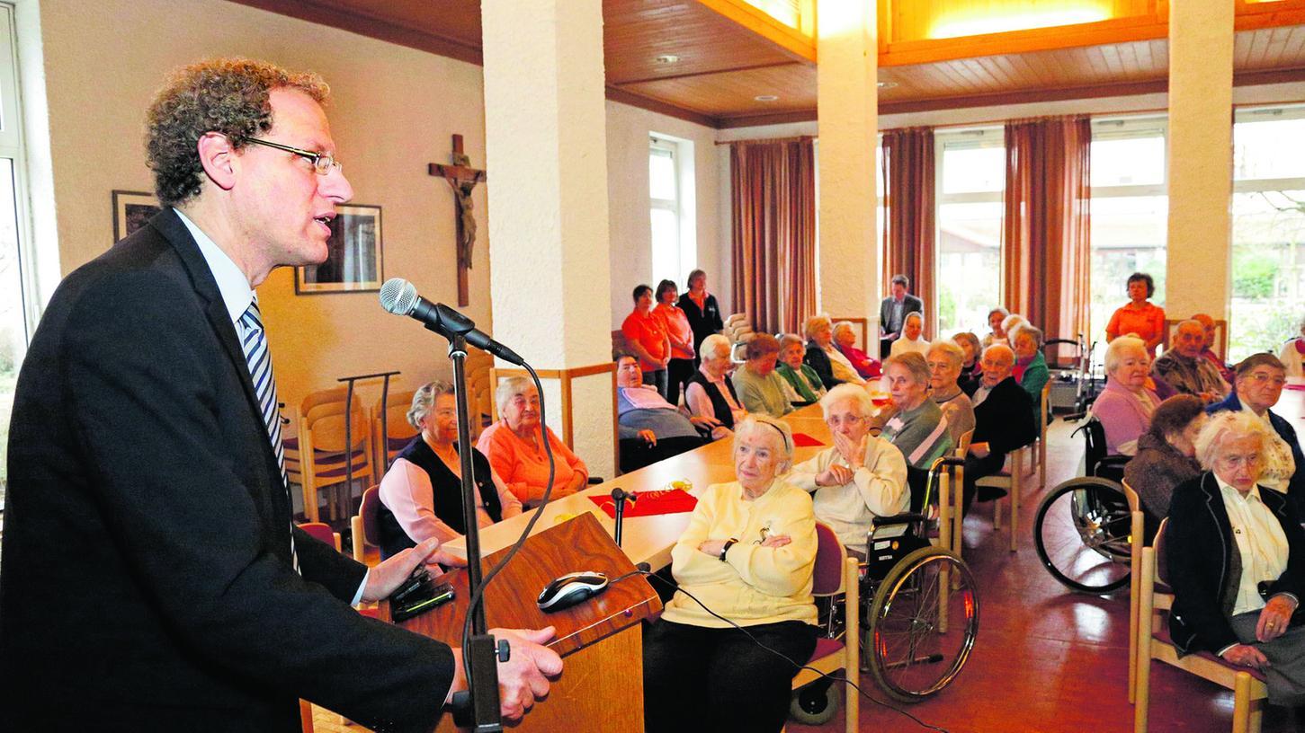 Bürgermeister German Hacker bei seinem Überblick über die städtischen Dinge im vergangenen Jahr. Auch er unterstrich, wie wichtig es wäre, wenn die Mallersdorfer Schwestern im Liebfrauenhaus blieben.