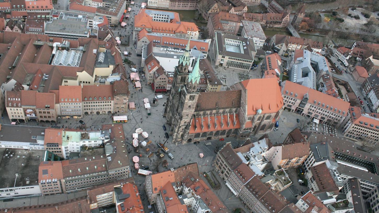 Aus der Vogelperspektive ist der Blick auf die Altstadt besonders spannend, weil er Einblicke in sonst nicht zugängliche Hinterhöfe gewährt.