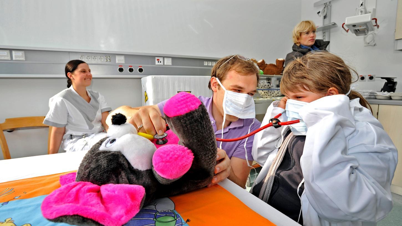 Tag der Offenen Tür im neuen Nathanstift: Großer Andrang herrschte in der Teddybärenklinik.