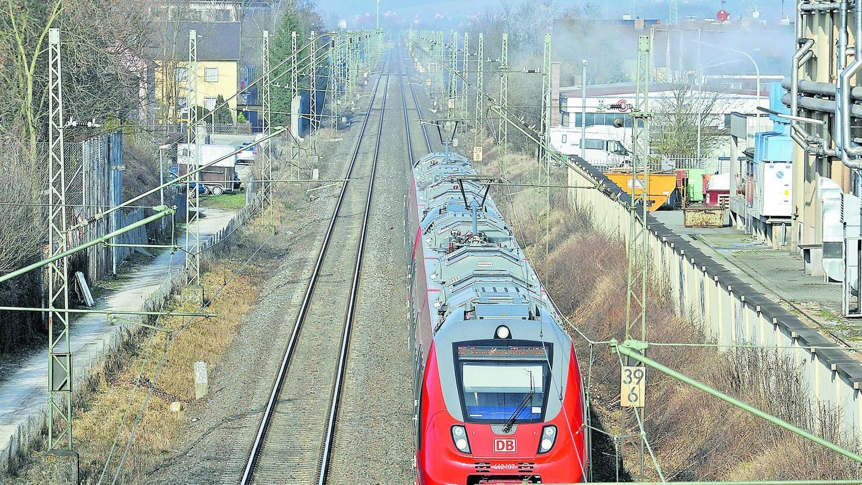 Mit Unterschriften wollen die Forchheimer zeigen, dass sie für einen S-Bahn-Halt Forchheim-Nord sind.
